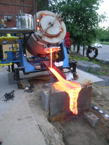 Gas-fired tilt furnace pouring lava
